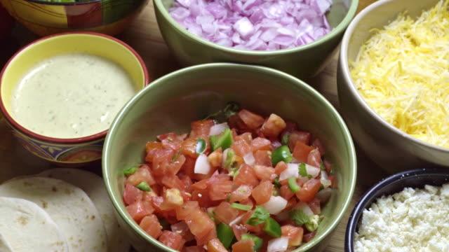 vídeos y material grabado en eventos de stock de ingredientes de la comida mexicana - comida mexicana