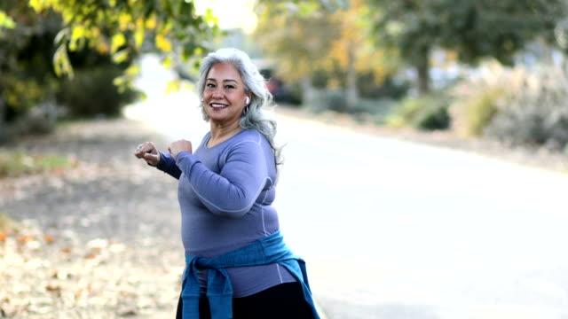 mexican woman stretching back - otyły filmów i materiałów b-roll