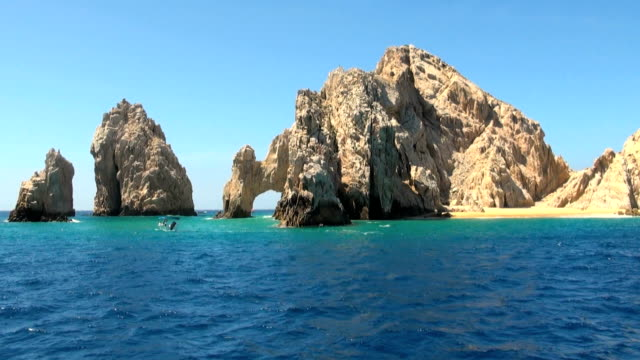 stockvideo's en b-roll-footage met mexico - cabo san lucas - rocks and beaches - boog architectonisch element