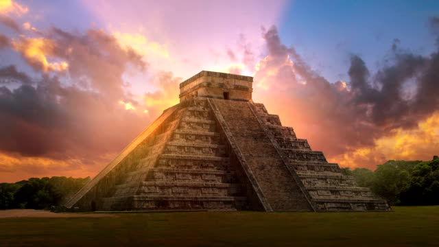 mexico, chichen itzá, yucatán. mayan pyramid of kukulcan el castillo - tempio video stock e b–roll