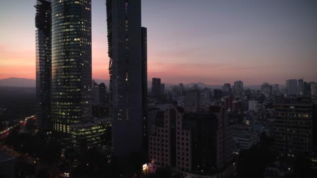 mexico city, av. reforma - мексика стоковые видео и кадры b-roll