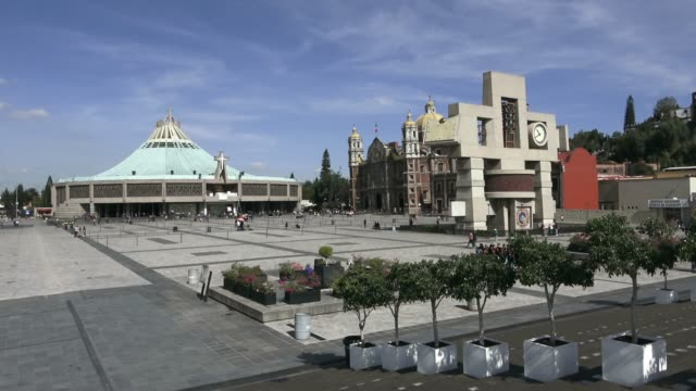 mexico city, basilika guadalupe - basilika katedral bildbanksvideor och videomaterial från bakom kulisserna