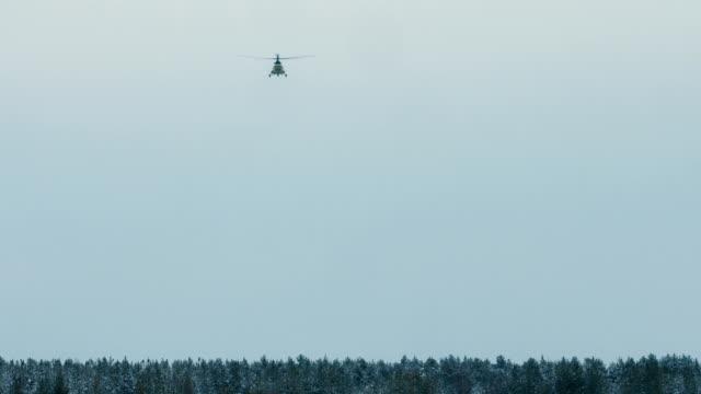 空気中の mi 8 ヘリコプター - シベリア点の映像素材/bロール