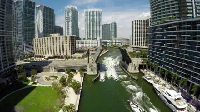 miami brickell drawbridge aerial fly west & boats - scultura video stock e b–roll