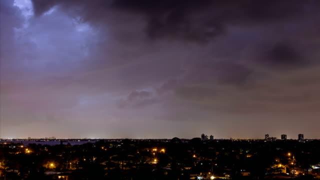 miami lightning - gewitter stock-videos und b-roll-filmmaterial