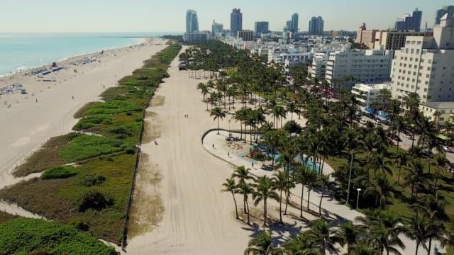 miami, usa - grattacieli, spiaggia del sud e straordinaria architettura art déco - baia video stock e b–roll