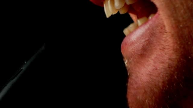 vidéos et rushes de mic scream - bouche