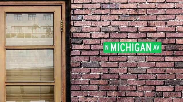 Señal de la avenida Michigan. El mundo, la calle más famosa de Michigan Avenida en Chicago. - vídeo