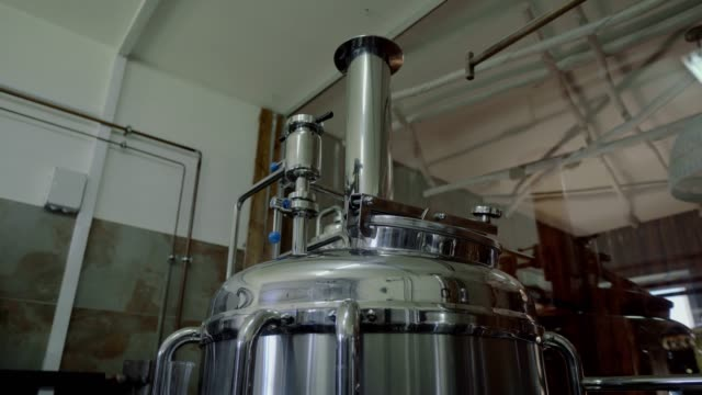 vídeos de stock e filmes b-roll de microbrewery equipment. close up tanks in brewery warehouse. metal brewery vessels. small business concept - lager