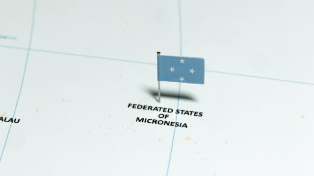 vídeos y material grabado en eventos de stock de micronesia con bandera nacional - micronesia