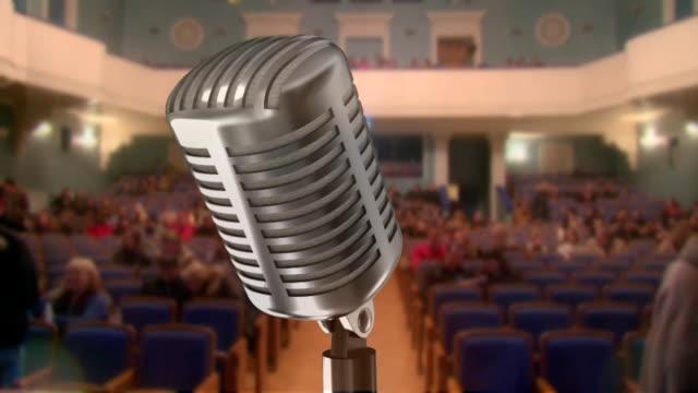 mikrofon und konzert halle (timelapse - zuschauerraum stock-videos und b-roll-filmmaterial