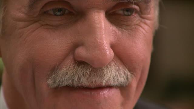 vidéos et rushes de hd : homme d'âge moyen - un seul homme d'âge mûr