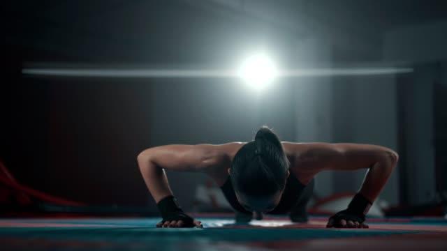 mid adult woman doing push ups - donna forzuta video stock e b–roll