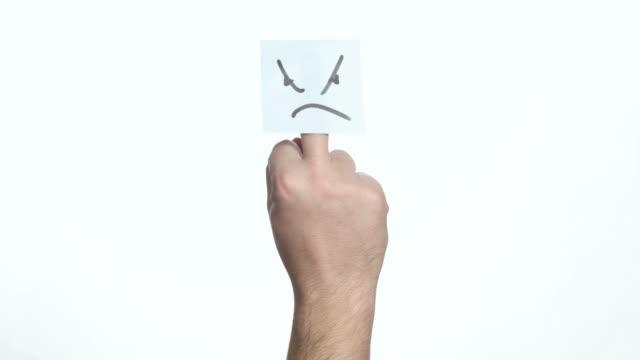 Mittelfingers mit einem Aufkleber Wütende Gesicht – Video