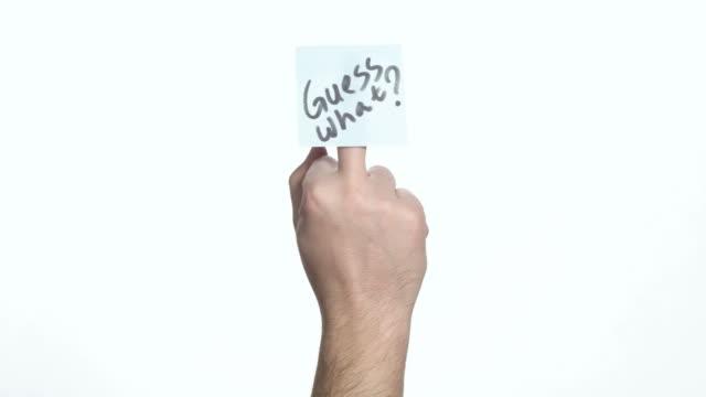 Mittelfingers mit einem Aufkleber zu benennen, – Video