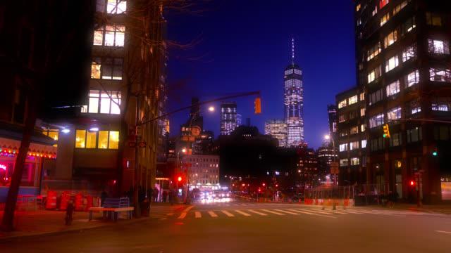 Midtown. Altstadt. Wohnhaus. Manhattan Financial District im Hintergrund. – Video
