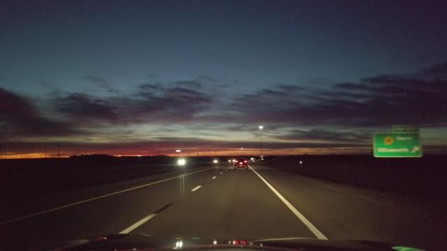 中西部平原ミズーリカンザスとコロラド夕暮れと夜の運転タイムラプスビデオシリーズ - 州間高速道路点の映像素材/bロール