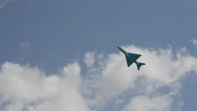 mig 21 jet fighter - chinese military bildbanksvideor och videomaterial från bakom kulisserna