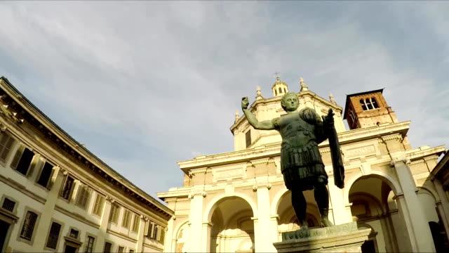 Milan. Olmetto Piazza Vetra. Colonne di San Lorenzo video