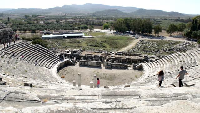 ミレトス古代ギリシャのシティ円形劇場 - プリエネ点の映像素材/bロール