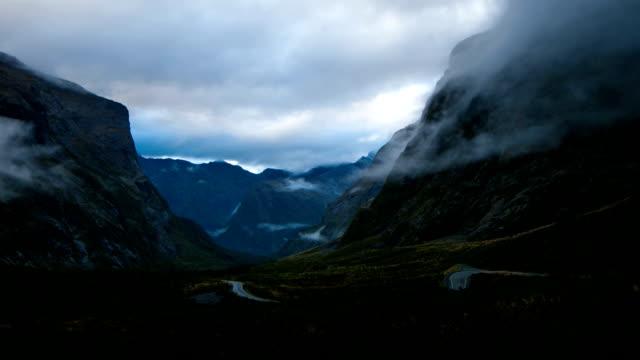 milford sound, fiordland, nya zeeland - stillsam scen bildbanksvideor och videomaterial från bakom kulisserna