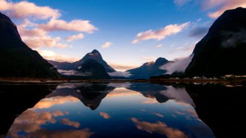suono di milford, nuova zelanda, di fiordland - composizione orizzontale video stock e b–roll