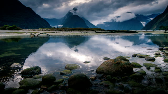 suono di milford, nuova zelanda, di fiordland - abbigliamento religioso video stock e b–roll