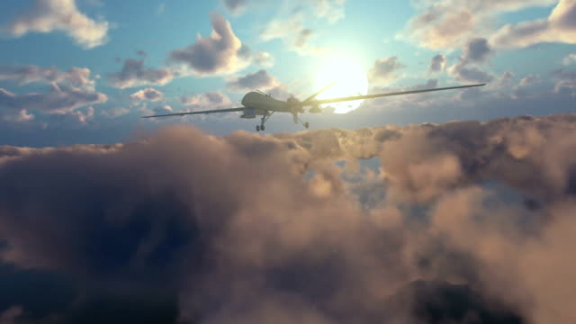 ミリタリードローンスタート企んで、朝の雲のタイムラプス - デイフェンス点の映像素材/bロール