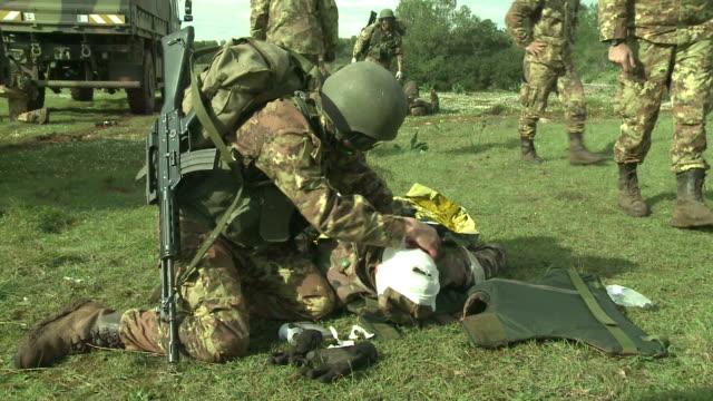 Ejército de la educación y la formación, vendaje en la cabeza - vídeo