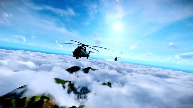 vídeos y material grabado en eventos de stock de formación de helicópteros militares de crucero por encima de las nubes, mar y montaña picos - air force