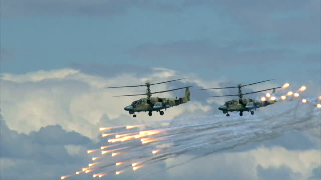 Bидео military helicopters practice missile defense