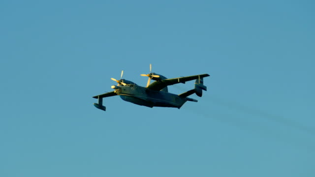 Bидео military seaplane in the sky