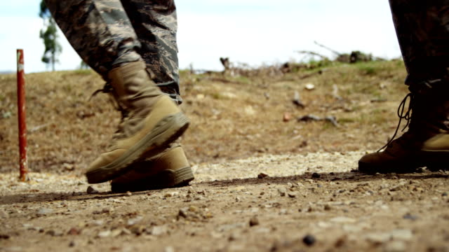 vídeos de stock e filmes b-roll de military troops walking at boot camp 4k - bota