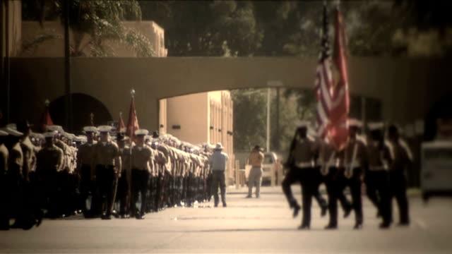 vídeos de stock e filmes b-roll de military_procession_4722b_hd - fuzileiro naval