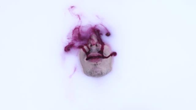 牛乳風呂と血 - 清らか点の映像素材/bロール