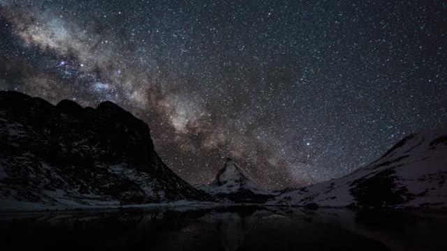 Milchstraße über Matterhorn Berg (Zeitraffer) – Video