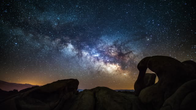 TIME LAPSE: Milky Way over Mobius Arch in California, USA video