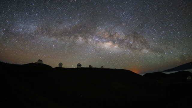 4k milky way rise night sky timelapse observatory - astronomia video stock e b–roll