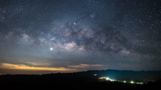 milky way zeitraffer und sterne himmel auf dem galaxy - panorama stock-videos und b-roll-filmmaterial