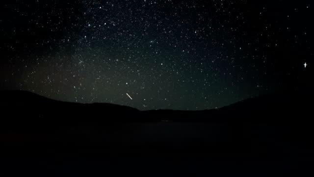 은하수 저속촬영 - 유성 스톡 비디오 및 b-롤 화면