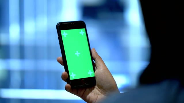 vídeos de stock e filmes b-roll de millennial generation : digital marketing - green city