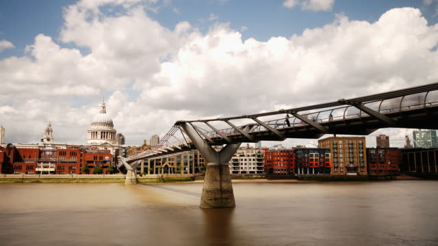 Millennium Bridge and St Pauls cathedral HD time-lapse. London video