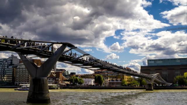 Millennium bridge and the Thames, time-lapse video