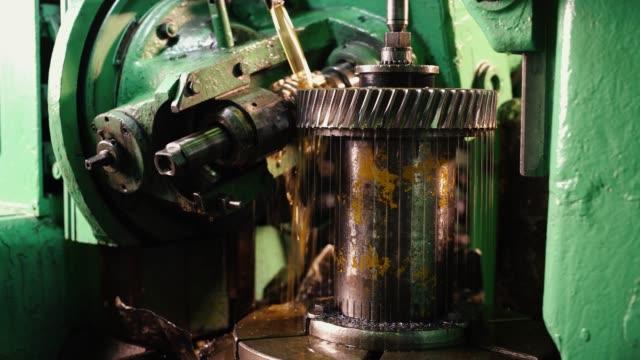 生産工場の金属機械のフライスカッター ビデオ