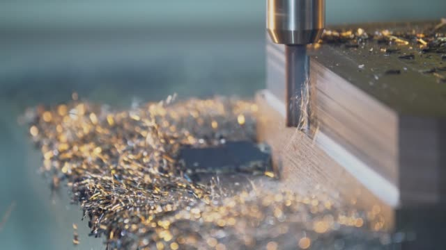 cnc fräsning maskin skärning stål billet - metallindustri bildbanksvideor och videomaterial från bakom kulisserna