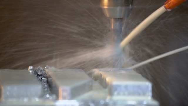 cnc 밀링 기계 산업 기계 공장 제조 공장에서에서 작업. - 척 드릴 부속품 스톡 비디오 및 b-롤 화면