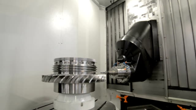 CNC milling machine produces a large part machining video