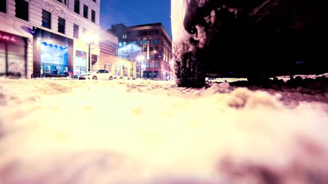 vídeos de stock e filmes b-roll de milwaukee, wi snow covered streets - margem do lago