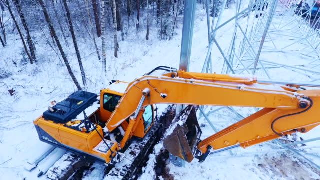 Mining machinery. Electricity installation. Crawler excavator video