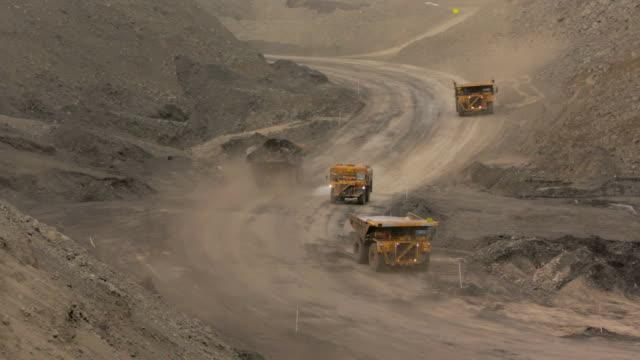 mining trucks at a coal mine - уголь стоковые видео и кадры b-roll